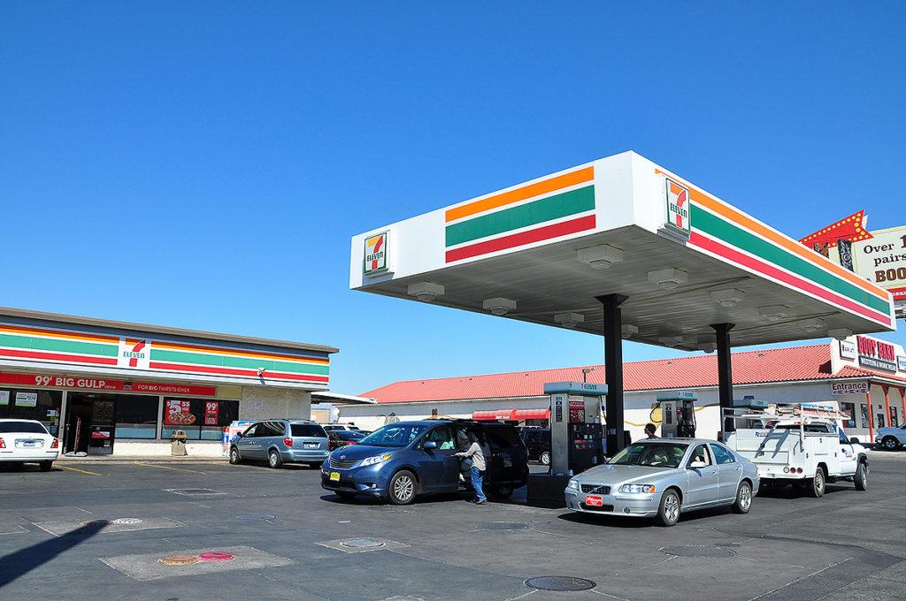 コンビニ併設ガソリンスタンド(海外)